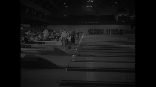 vídeos de stock, filmes e b-roll de bowlers at play during american bowling congress tournament at chicago coliseum - sapato de boliche