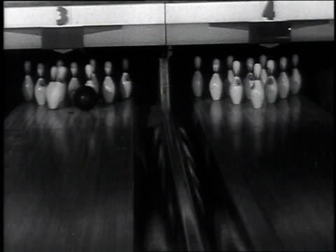 vídeos de stock, filmes e b-roll de bowlers rolling balls side by side / balls striking pins / many lanes of bowling alley and bowlers rolling balls while spectators watch/ pins falling... - cancha de jogo de boliche
