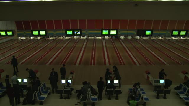 vídeos de stock, filmes e b-roll de bowling alley in north korea - cancha de jogo de boliche