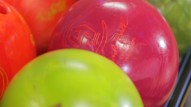 ボーリングボール - ボーリング場点の映像素材/bロール