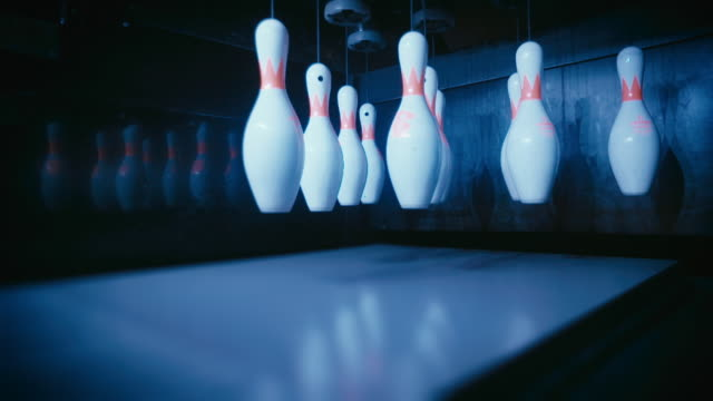 bowling pins lowered to position and knocked down - ボーリング場点の映像素材/bロール