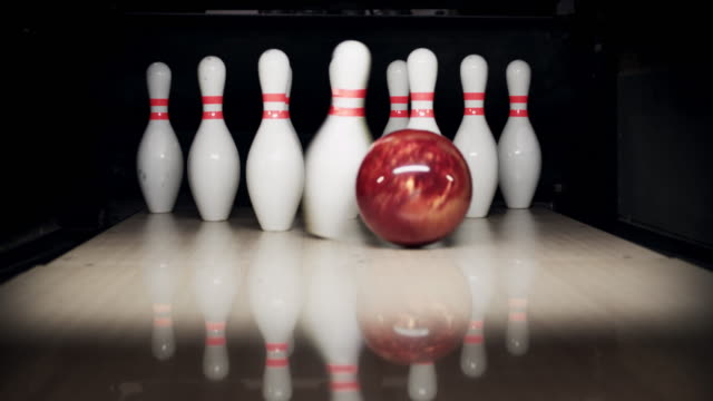 stockvideo's en b-roll-footage met bowling pins - bal