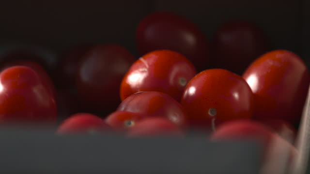 stockvideo's en b-roll-footage met box of cherry tomatoes in vegetable market, uk - krat