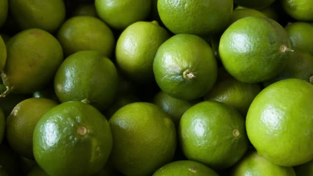 cu box of limes samuel rosales from the produce company said they hadn't received any lime imports from mexico for the last three days as a tight... - ライム点の映像素材/bロール