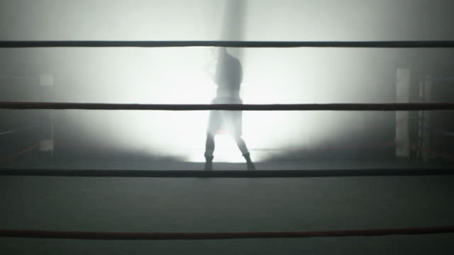 boxer in spotlight in boxing ring - ボクシングリング点の映像素材/bロール