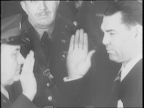 vídeos de stock e filmes b-roll de boxer jack dempsey taking the new york state guard oath / sworn in by major general william ottman / dempsey speaks to camera / navajo indians are... - cultura navajo