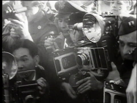 MONTAGE boxer Joe Louis arriving in Tokyo for exhibition fights / Tokyo Japan