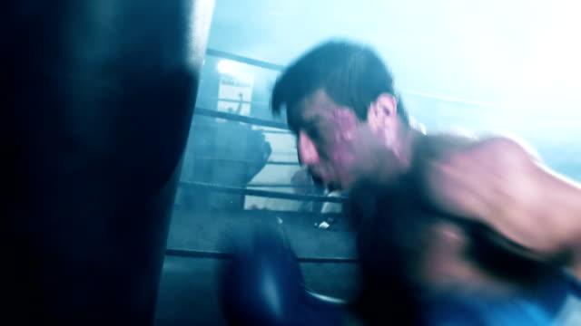 vídeos y material grabado en eventos de stock de boxer bolsa de arena de perforación - cámara de aislamiento con guantes