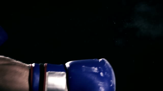 stockvideo's en b-roll-footage met hd super slow mo: boxer's hand punching a bag - stootzak fitnessapparatuur