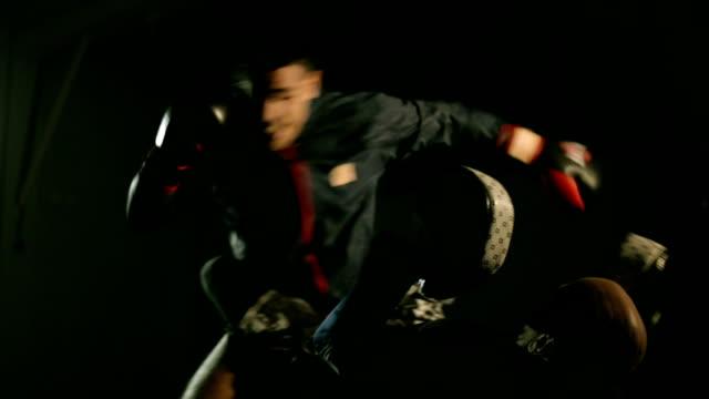 stockvideo's en b-roll-footage met boksen en worstelen - worstelen