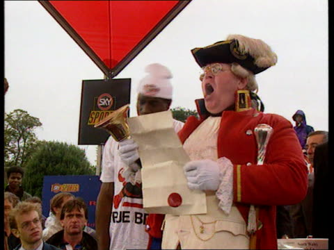 frank bruno v lennox lewis; cardiff castle: ext/day cms town crier ringing bell and making announcement as frank bruno b/g cms lennox lewis in white... - ウェールズ文化点の映像素材/bロール