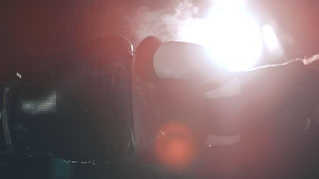 スローモーションボクシンググローブは、戦いの前に衝突 - ボクシンググローブ点の映像素材/bロール