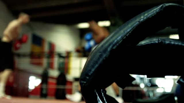 boxing headgear and boxers - ボクシングリング点の映像素材/bロール