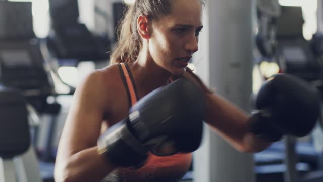 ボクシングは全身運動です。 - 自衛点の映像素材/bロール