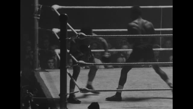 ws boxing ring with fight in progress between light heavyweight yolande pompey from trinidad and tobago and american middleweight bobby dawson can... - boxing ring stock videos & royalty-free footage