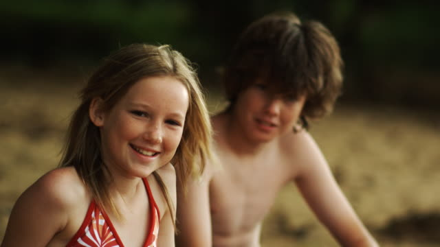 vídeos de stock, filmes e b-roll de boy and girl at the beach - biquíni