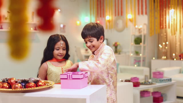 boy and girl celebrating diwali festival - geschwister stock-videos und b-roll-filmmaterial