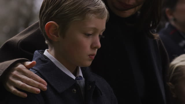 boy at a funeral - begräbnis stock-videos und b-roll-filmmaterial
