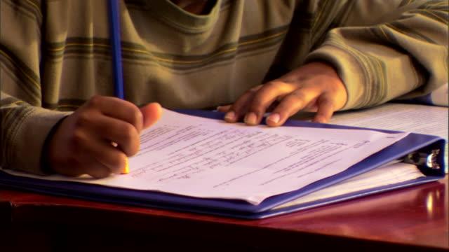 vidéos et rushes de boy doing homework - gomme