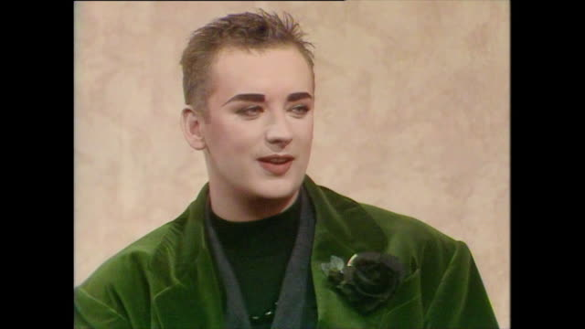 boy george recalls how his family thought wearing make up was a phase and how they dealt with it boy george always knew he wanted to be an... - ermafrodita video stock e b–roll
