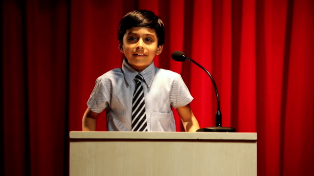 stockvideo's en b-roll-footage met ms boy giving speech on stage at annual day - toespraak