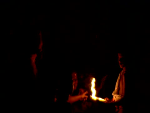 stockvideo's en b-roll-footage met boy holding oil burner as worshippers touch the flame during religious ceremony kerala - gelovige
