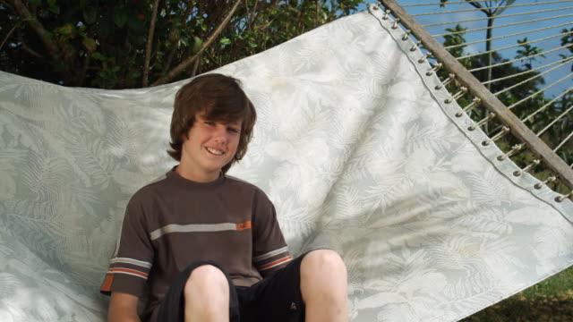 boy in a hammock - endast en tonårspojke bildbanksvideor och videomaterial från bakom kulisserna