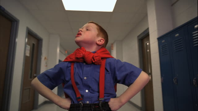 vídeos de stock, filmes e b-roll de ms ds rear pov boy (5-6) in school corridor, striking hero pose, oshkosh, wisconsin, usa - super herói