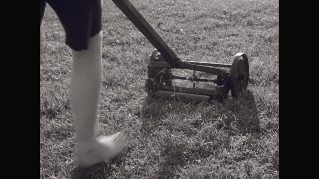 vídeos y material grabado en eventos de stock de ms ts boy in shorts pushing lawnmower / united states - barefoot
