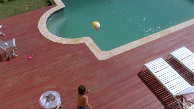 ws, ha, tu, boy (6-7) jumping into swimming pool, vieques, puerto rico - 男児1人点の映像素材/bロール