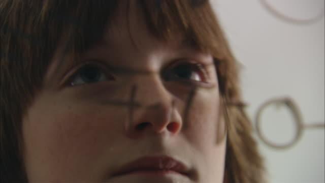 vídeos de stock e filmes b-roll de cu pan boy looking at math equation written on glass/ new york city - inteligência