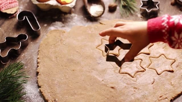 stockvideo's en b-roll-footage met boy molding dough with star shape cookie cutter - star shape