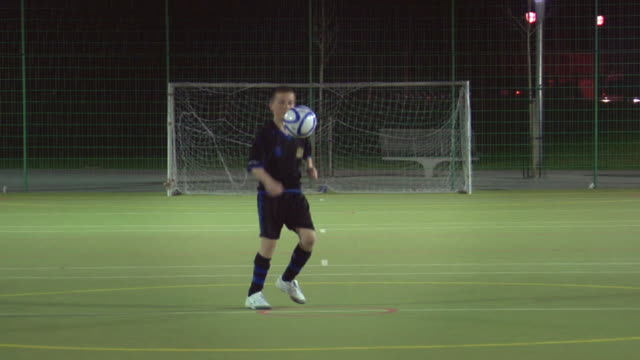 ws boy (14-15) on soccer field doing keep-ups, london, uk - one teenage boy only stock videos & royalty-free footage