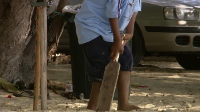 vídeos y material grabado en eventos de stock de ms tu boy playing cricket / brightown, barbados - cabeza afeitada