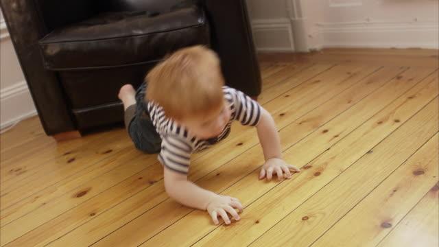 vídeos de stock, filmes e b-roll de a boy playing sweden. - só bebês meninos