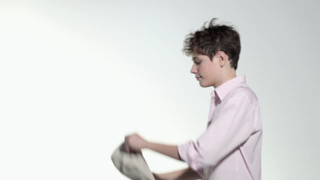 boy putting on flat cap - schiebermütze stock-videos und b-roll-filmmaterial