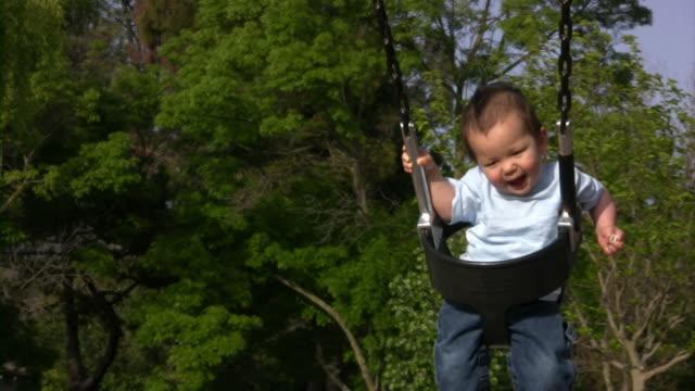 vídeos de stock e filmes b-roll de menino balanço v.2 (hd - vida de bebé