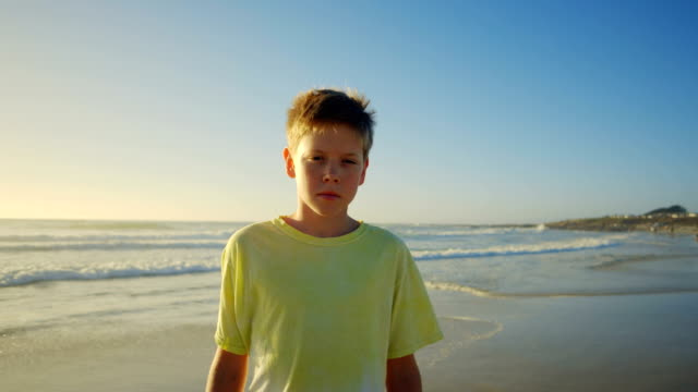 vídeos de stock, filmes e b-roll de menino  - só um menino adolescente