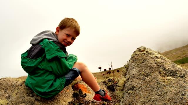 pojke - 6 7 år bildbanksvideor och videomaterial från bakom kulisserna