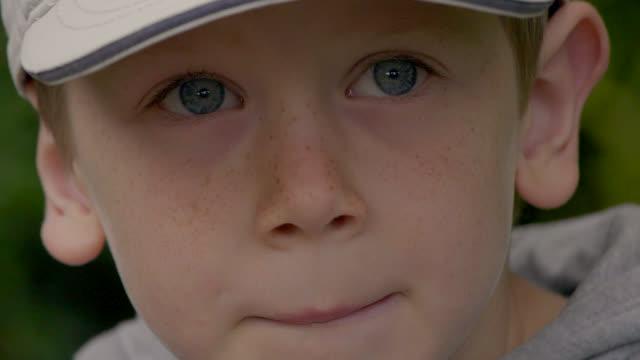 vidéos et rushes de garçon - série d'émotions