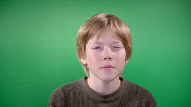 stockvideo's en b-roll-footage met jongen - formeel portret