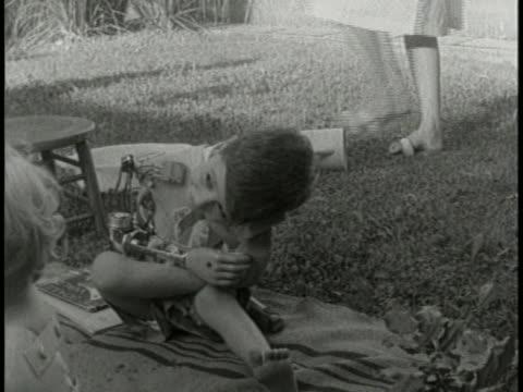 boy with a prosthetic arm is a victim of the drug thalidomide. - 鎮静薬点の映像素材/bロール