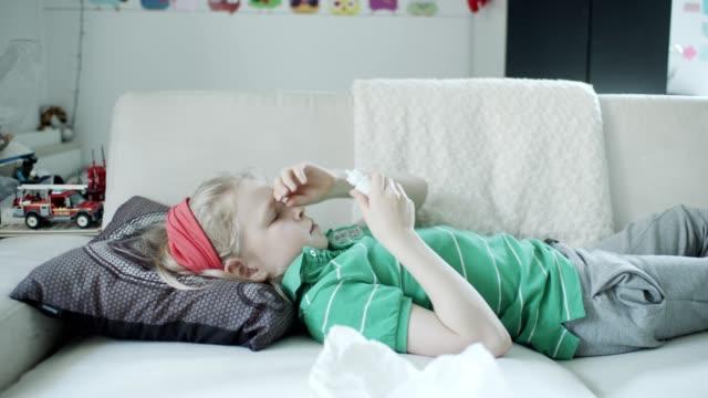 pojke med allergier. - lymfsystem bildbanksvideor och videomaterial från bakom kulisserna