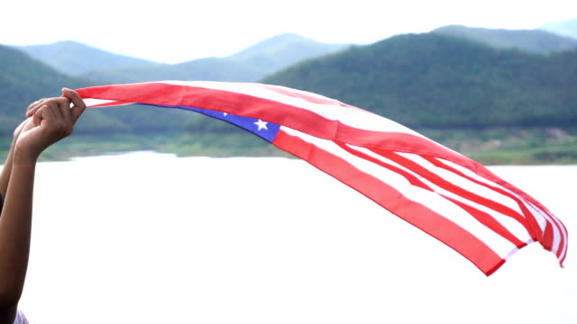 4 k ms: boy with american flags - nur jungen stock-videos und b-roll-filmmaterial