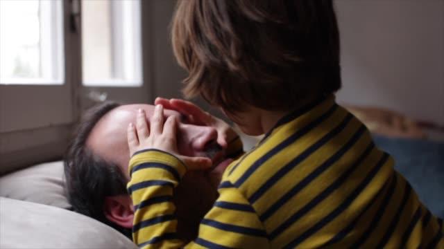 boy with autism exploring dad's face - enbarnsfamilj bildbanksvideor och videomaterial från bakom kulisserna