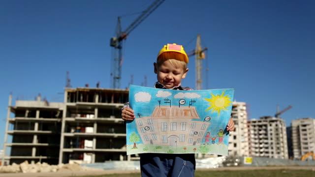 vidéos et rushes de petit garçon avec des dessins d'enfants - planification