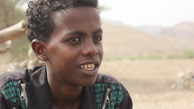 boy with pointed teeth - äthiopien stock-videos und b-roll-filmmaterial