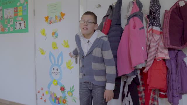 boy with special needs going to craft classroom - un ragazzo adolescente video stock e b–roll