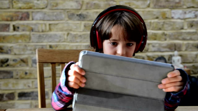 boy with tablet - solo un bambino maschio video stock e b–roll
