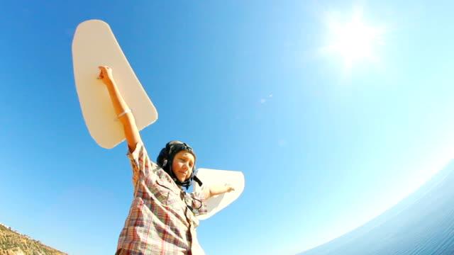 Junge mit Flügeln und der Sonne